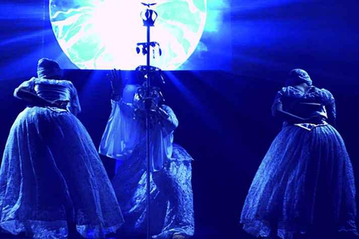 Dança em homenagem a Oxalá, no espetáculo Quebranto