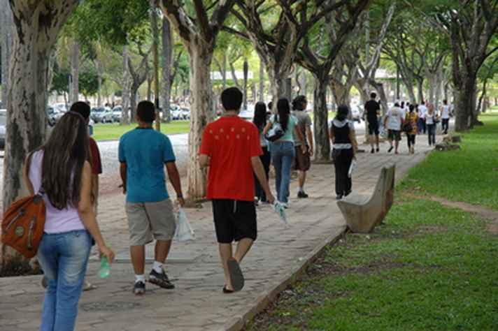 Estudantes na Pampulha: volta às atividades presenciais deverá ser escalonada