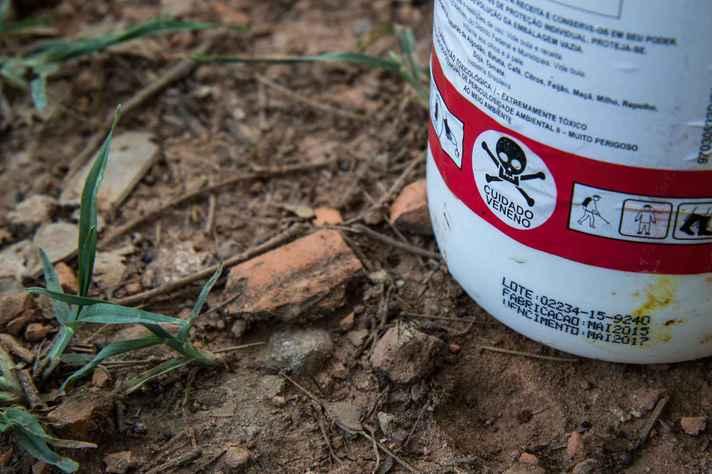 Embalagens vazias de agrotóxicos nem sempre são descartadas adequadamente