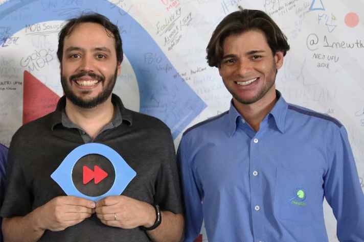 Fabrício Ceolin (esq.) e Alexandre Marinho (dir.), desenvolvedores do programa SimSched e cofundadores da startup MiningMath