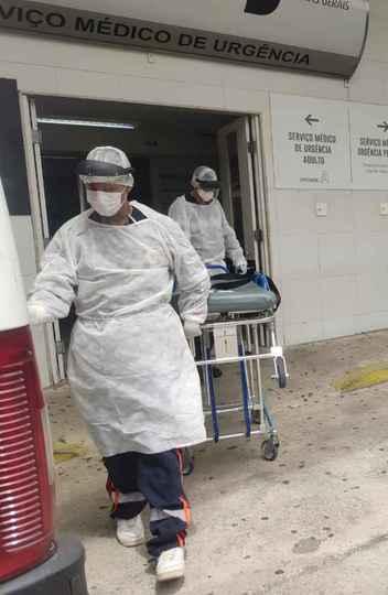 Estudo realizado pelos pesquisadores da UFMG e da UFV  projeta que Belo Horizonte registraria, se nenhuma medida fosse tomada, uma demanda que poderia chegar a 92 mil leitos em um único dia, no início de maio. Foto da entrada do Hospital do Ipsemg