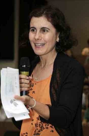 Maria Flores: interlocução, cursos e publicações