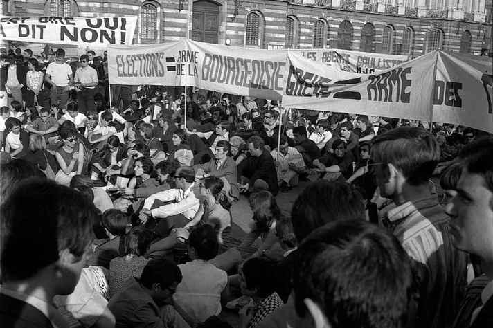 Manifestantes na cidade de Toulouse, França