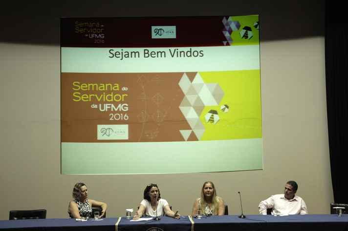 A partir da esquerda: Neide Dantas, representante do Sindifes, Maria José Cabral Grillo, pró-reitora de Recursos Humanos, Leonor Gonçalves, pró-reitora adjunta, e Dalton Rocha Pereira, da Apubh
