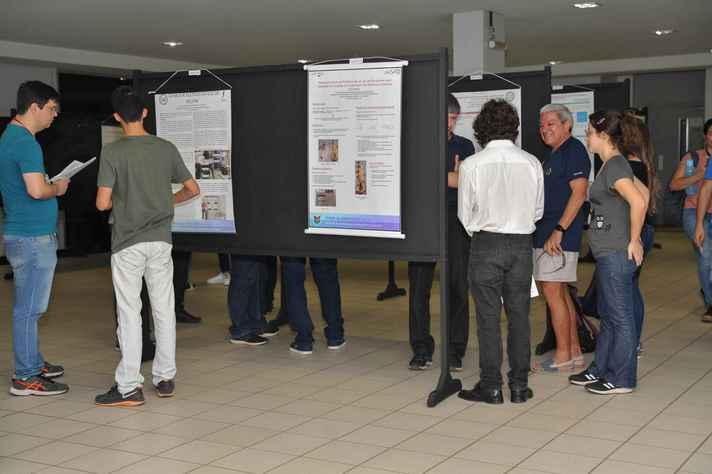Estudantes expõem seus trabalhos de IC na Escola de Engenharia