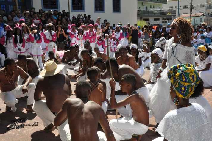 Festa na comunidade dos Arturos, em Contagem: