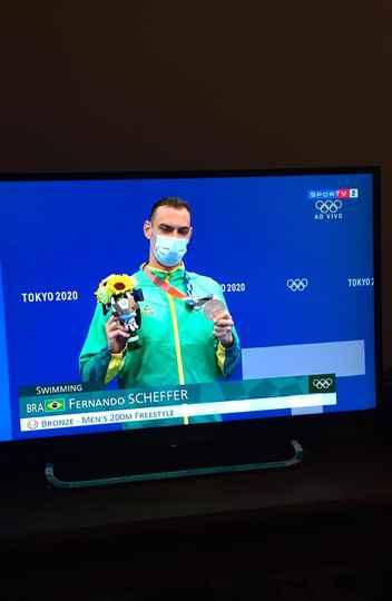 Fernando Scheffer no momento em que recebeu a medalha: recorde sul-americano