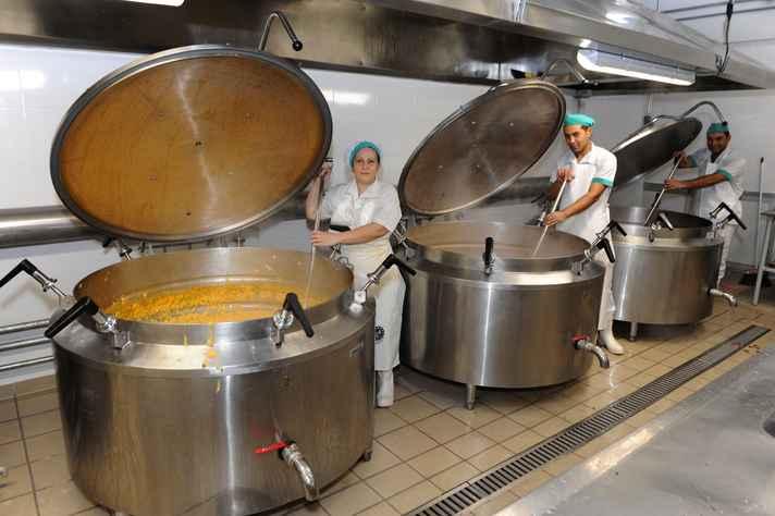 Área de produção recebeu panelões e outros equipamentos para a preparação das refeições