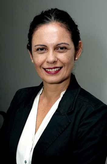 Claudia Mayorga propõe incluir professores no debate