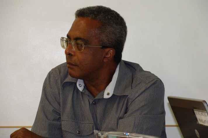 Na imagem, o professor Hormindo Pereira de Souza Junior