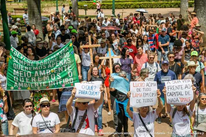 Ato em defesa do meio ambiente, na Praça da Liberdade