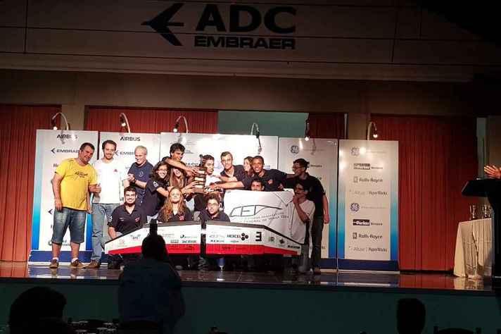 Equipe durante a premiação