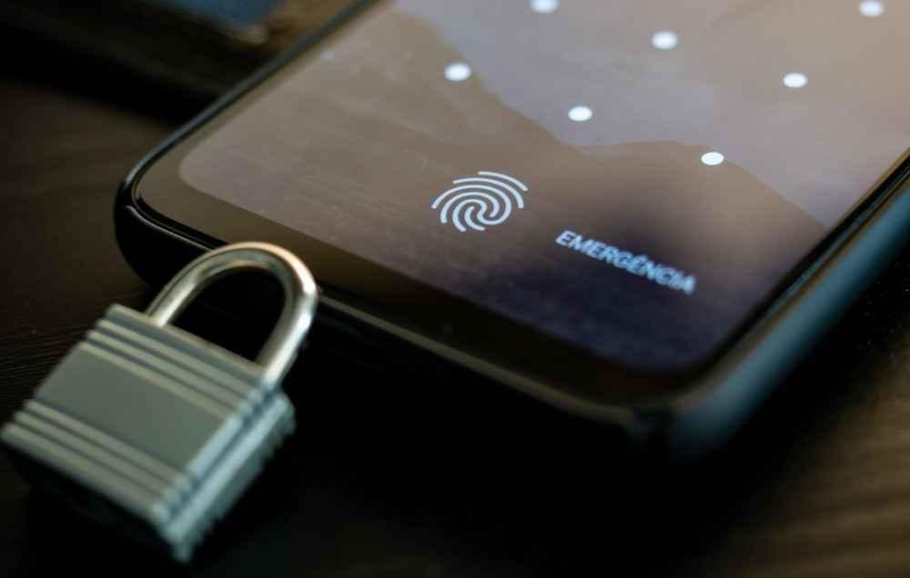 A LGPD pretende dar maior controle aos cidadãos sobre as informações pessoais coletadas por empresas privadas e órgãos públicos