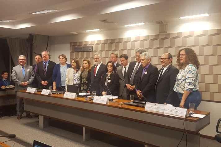 Avaliações e críticas foram realizadas por dirigentes das maiores universidades federais brasileiras, entre elas a UFMG, além da UFRGS, UFRJ, UNB e outros reitores e reitoras, além de integrantes da comissão externa da Câmara dos Deputados e lideranças do sistema federal de ensino superior