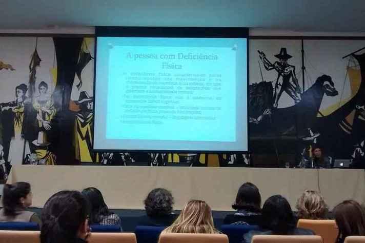 Ceale Debate possibilita a socialização de experiências pedagógicas e resultados de pesquisas