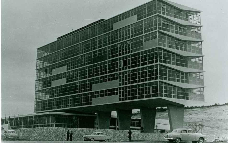 Construção do prédio da Reitoria UFMG no Campus Pampulha/BH em outubro de 1962.