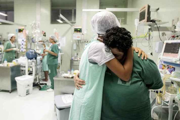 Cenário instável da pandemia tem intensificado sofrimento mental e emocional