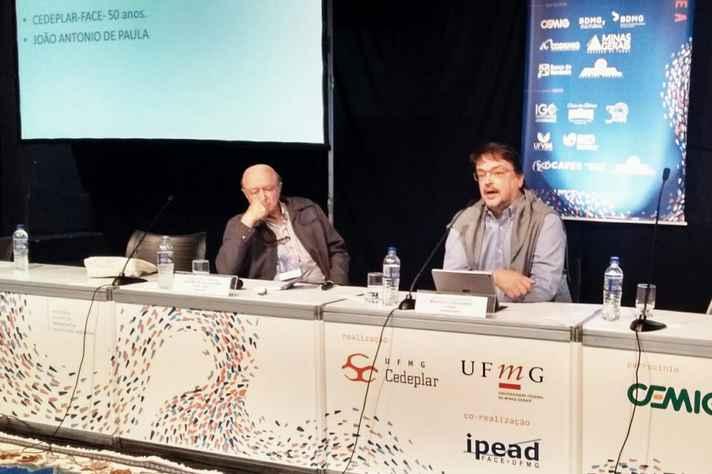 José Murilo de Carvalho (à esquerda) com o coordenador da mesa, professor Hugo da Gama Cerqueira
