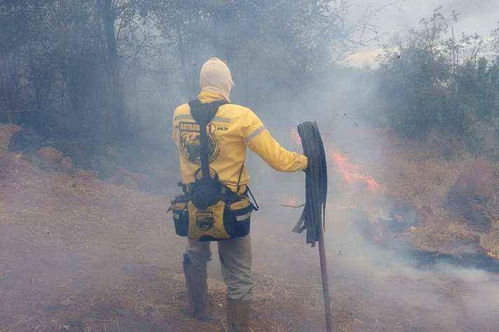 Imagem de incêndio na Serra do Rola Moça
