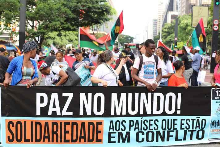 UFMG publicou edital inédito para acolhida humanitária, em seus cursos de graduação, de estrangeiros em situação de vulnerabilidade. Na foto, 13ª Marcha dos Migrantes e Refugiados, realizada no ano passado em São Paulo