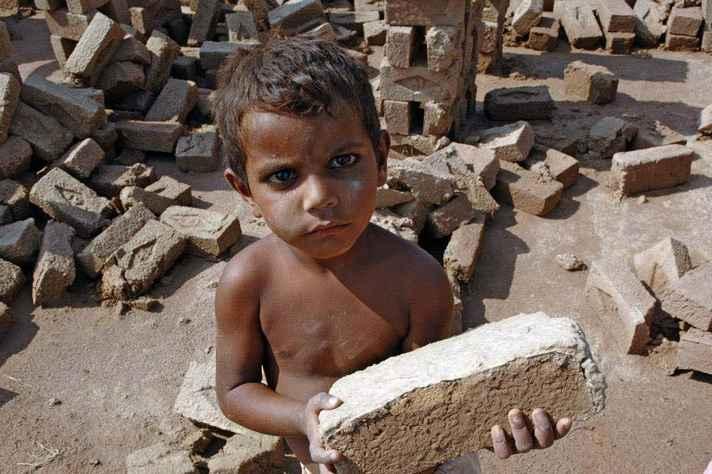 152 milhões de crianças entre 5 e 17 anos foram submetidas ao trabalho infantil no mundo, diz OIT