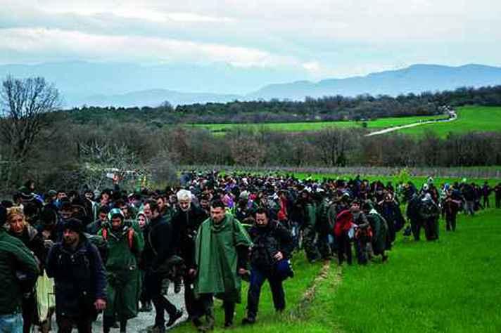 Migrantes do Oriente Médio a caminho da Europa, em 2016, ano da primeira conferência das Humanidades