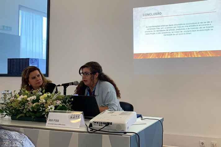 """Ana Paula Silva Pena apresenta a pesquisa """"A performatividade do palhaço brasileiro"""" na sessão Arte e Cultura."""