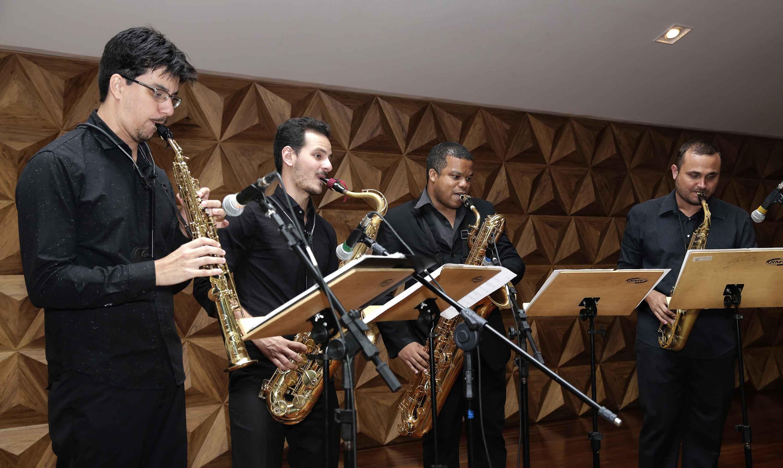 Quarteto de Saxofones da Escola de Música, coordenado pelo professor Robson Saquett (primeiro à esquerda)