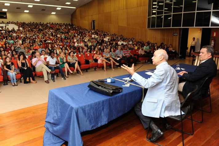 Jamil Cury: calouros exercitam um direito ao ingressar em uma universidade pública