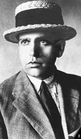 Oswald de Andrade, em 1920, autor do manifesto