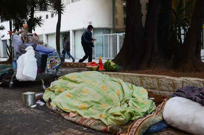 Em Minas Gerais, cerca de 18 mil pessoas moram nas ruas; metade delas está na capital