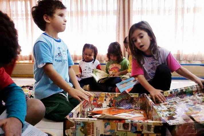 Crianças participam do projeto Mala de Leitura, na Umei Alaide Lisboa, localizada no campus Pampulha
