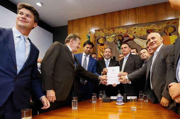 Na semana passada, Jair Bolsonaro entregou a Arthur Lira o Projeto de Lei que torna os Correios uma Sociedade de Economia Mista