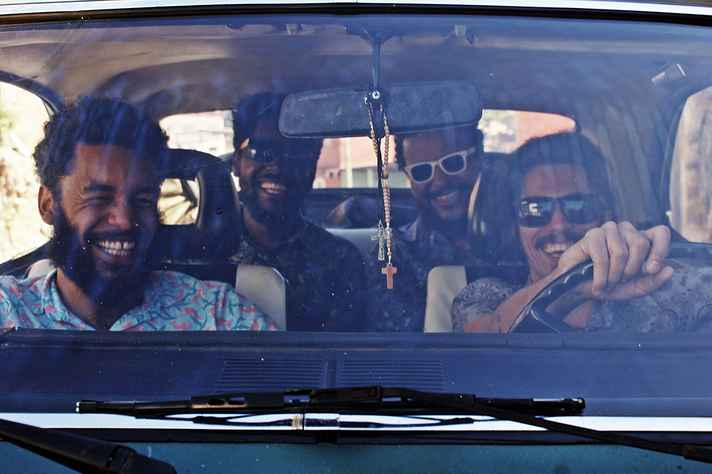 A banda Diplomattas faz show na abertura do 21º FestCurtasBH
