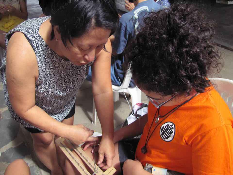 No campus Pampulha, oficina de crochê e tricô ministrada pela servidora Mary Barbosa Takeda