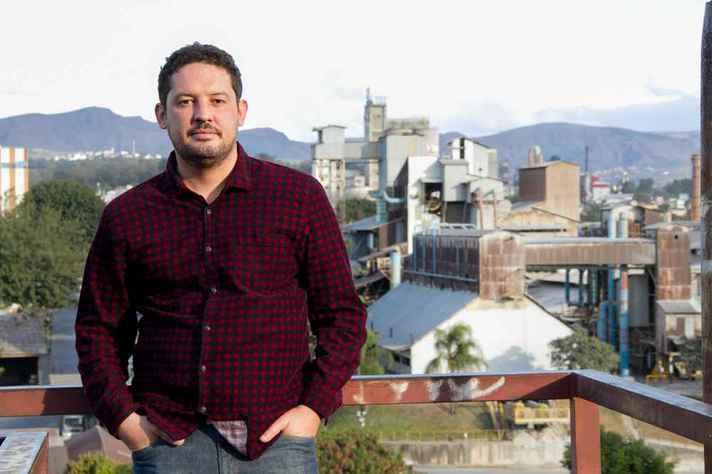 Natural de Contagem, Vinícius Cardoso lançou livro em eventos na cidade
