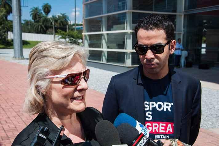 Liz Mendl, gerente da equipe paralímpica britânica, e Thomas Nemes, cônsul em BH