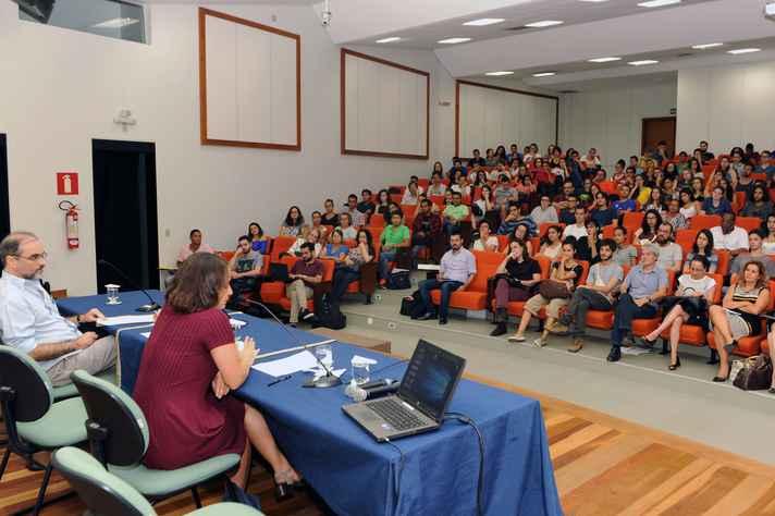 Plateia lotou auditório do CAD, no campus Pampulha
