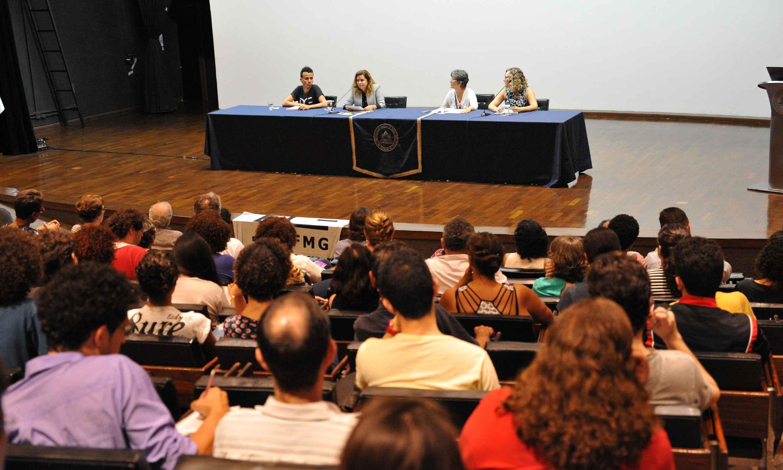 Docentes e estudantes participaram do lançamento do Comitê, no auditório da Reitoria