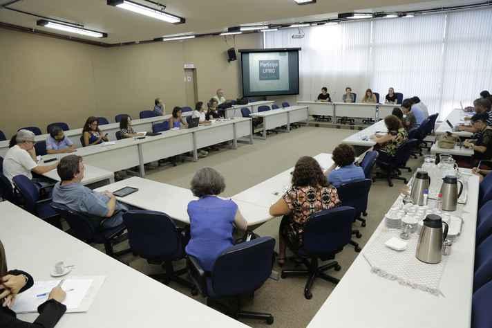 Professores, servidores e estudantes se reuniram na Reitoria