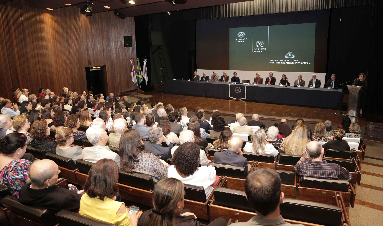 Cerimônia reuniu a comunidade da UFMG no auditório da Reitoria