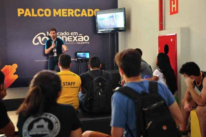 Pedro Amaral fala sobre sua experiência na Embraer para o público