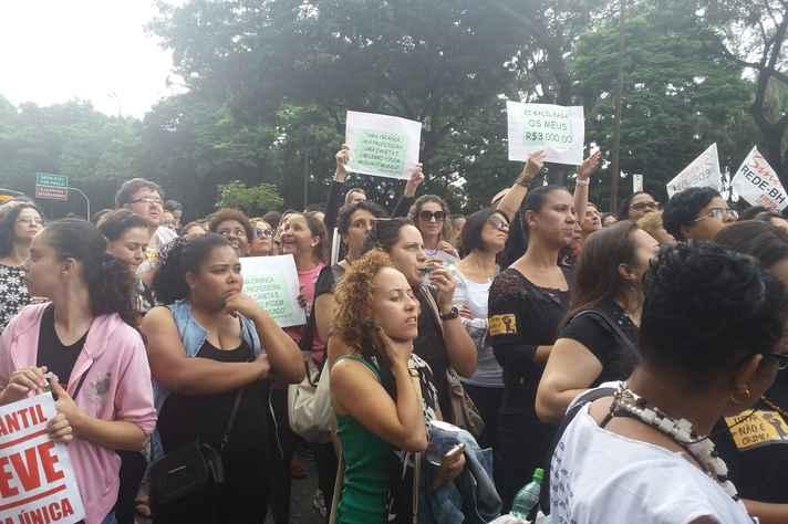 A principal reivindicação dos sindicalistas e dos manifestantes é a equiparação salarial