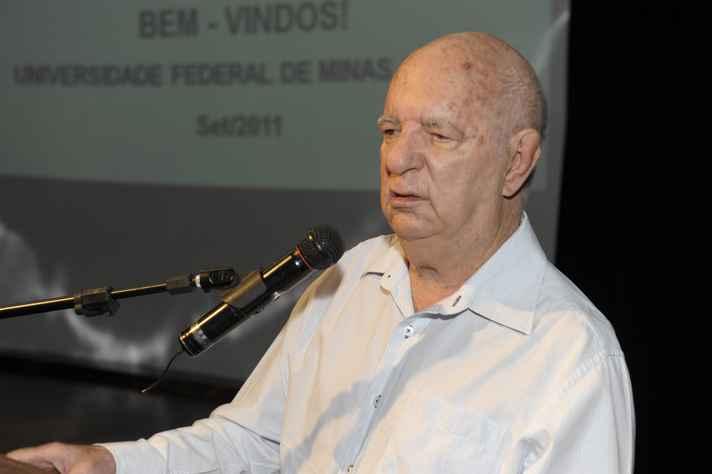 Ângelo Machado: dedicação às ciências biológicas é reconhecida pelo CFBio