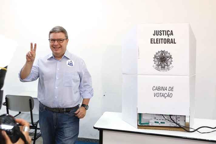 Anastasia vota em Belo Horizonte