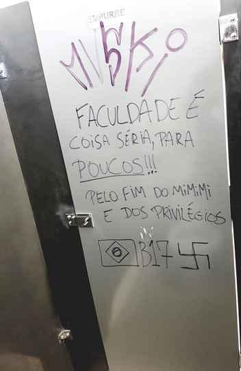 Pichação em banheiro masculino no CAD 3, campus Pampulha