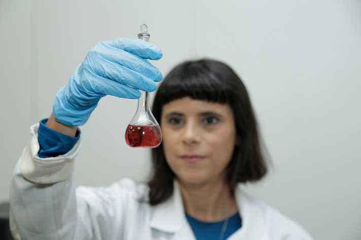 Lídia de Andrade, com o nanocomplexo: associação com a radioterapia