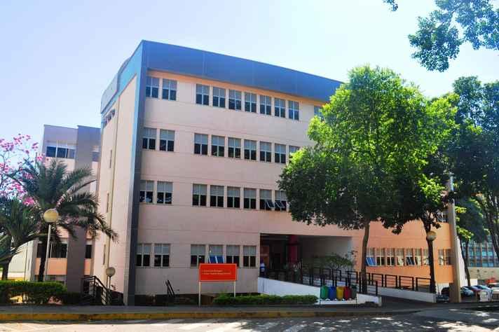 Fachada do prédio da Escola de Enfermagem, onde estudam mais de 2 mil alunos