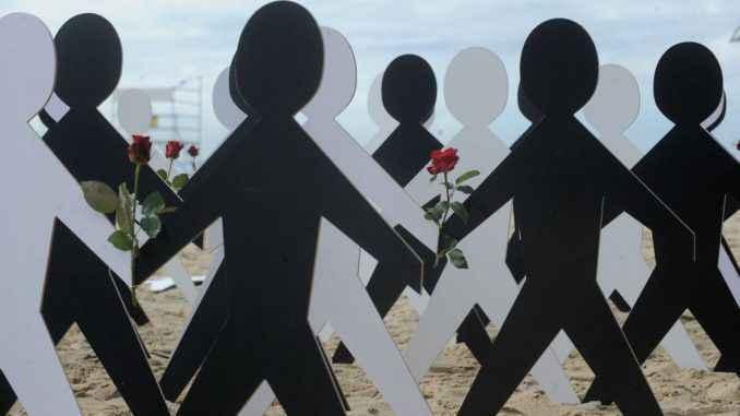 Protesto contra o racismo na Praia de Copacabana, no Rio de Janeiro