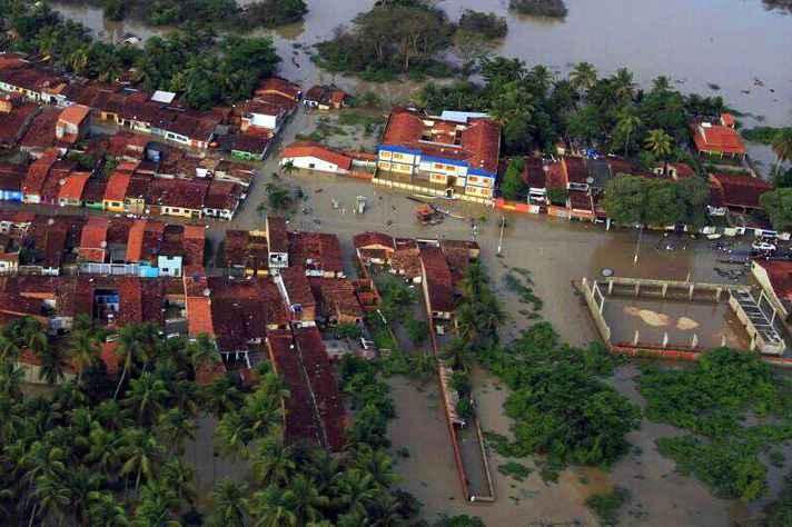 Edição da Revista da UFMG de 2020 foca em artigos que abordam desastres naturais e resultantes da ação humana